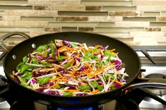 Colorful, flavorful and easy. These Thai Peanut Veggie Rice Bowls are freaking delicious! Mix and match your favorite veggies and add some grilled chicken or meat if you like. You'll wanna use the extra Thai Peanut Sauce on EVERYTHING! Veggie Rice Bowl, Veggie Stir Fry, Rice Bowls, Kung Pao Chicken, Grilled Chicken, Yummy Thai, Thai Peanut Sauce, Butter Rice, Forks