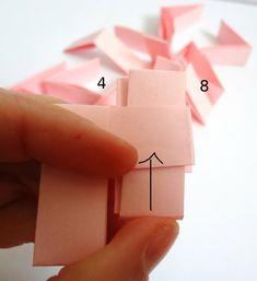 TheAncientMuse, capitaine de la team Bordeaux, vous explique comment fabriquer un bracelet en papier en utilisant la technique de l'origami.
