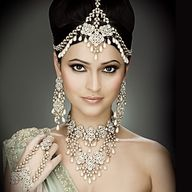 So Beautiful Indian bridal jewelry.