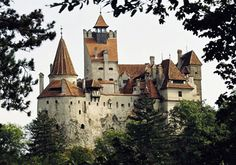 Bran Castle, Brasov, Romania Once inhabited by Romanian prince Vlad the Impaler, the inspiration for Count Dracula, this castle was built in 1212 Most Haunted, Haunted Places, Beautiful Castles, World's Most Beautiful, Romanian Castles, Dracula Castle, Expensive Houses, Paris Eiffel Tower, In This World