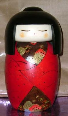 https://flic.kr/p/3pBhJP | Kokeshi wearing a lovely red wrap to protect her finery from the weather.