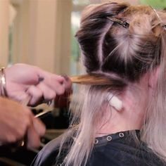 What's the most requested technique you get in your salon? We're betting it's balayage. Check out this quick video from L'ANZA Healing Haircare Global Healing Color Director Leah Freeman that's chock-full of fantastic balayage tips! Hair Color Highlights, Balayage Highlights, Ombre Hair Color, Balayage Hair Tutorial, Balayage Technique, Hair Cutting Techniques, Hair Color Techniques, Bilage Hair, Hair Art