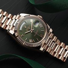 Rolex Watches New Collection : The Rolex Day-Date 40 in solid Everose gold with a green dial marks the anniversary of this most prestigious Rolex model. - Watches Topia - Watches: Best Lists, Trends & the Latest Styles Rolex Watches For Men, Luxury Watches For Men, Stylish Watches, Cool Watches, Rolex Cellini, Rolex Explorer, Rolex Models, Rolex Day Date, Swiss Army Watches