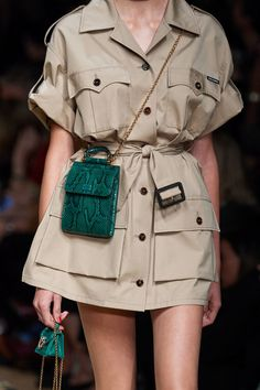 Dolce & Gabbana Spring 2020 Ready-to-Wear Fashion Show - Vogue Fashion Weeks, Fast Fashion, Fashion 2020, Look Fashion, Runway Fashion, Spring Fashion, Fashion Outfits, Womens Fashion, Fashion Design