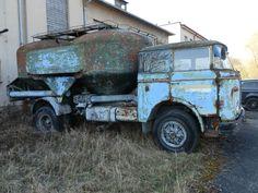 bobrahakl | VÝTOPNA ZDICE - OTEVŘENÍ SEZONY 2017 – rajce.net Abandoned Cars, Abandoned Vehicles, Cement, Cars And Motorcycles, Monster Trucks, Places, Classic Trucks, Truck, Antique Cars