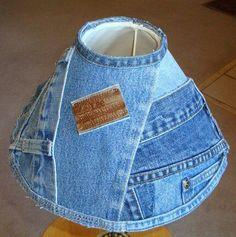 Recycling: lampenkap van oude spijkerbroeken