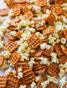 Parmesan Ranch Snack Mix - Pretzels, peanuts & popcorn tossed with Parmesan cheese and ranch seasoning. A dangerously easy microwave recipe that's ready in 5 minutes! I used cup oil Yummy Snacks, Healthy Snacks, Yummy Food, Savory Snacks, Healthy Recipes, Appetizer Recipes, Snack Recipes, Cooking Recipes, Appetizers