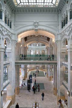 Interior del palacio de Cibeles. Actual Ayuntamiento y anteriormente palacio de Comunicaciones o Correos.