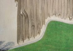 Luftaufnahme CLAAS Düngen. Foto by Thorsten Schmidtkord. Weitere Arbeiten des Fotografen finden Interessierte unter: https://expose-photo.de/thorsten-schmidtkord/airshots/