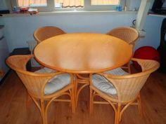 ronde tafel met 4 rotan stoelen | ZeelandNet Prikbord
