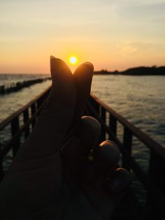 Sunset in your finger tips Sunset Sea, Men's Grooming, Thailand Travel, Health And Beauty, Finger, Ocean, Fitness, Tips, Outdoor