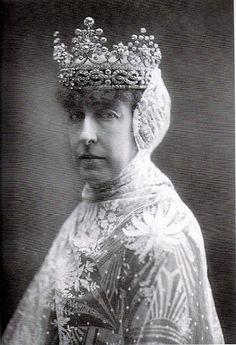 Interesting tiara worn by Princess Helene of Orleans, Duchess of Aosta