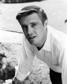 George Peppard. Now really, why don't they make men like this anymore?