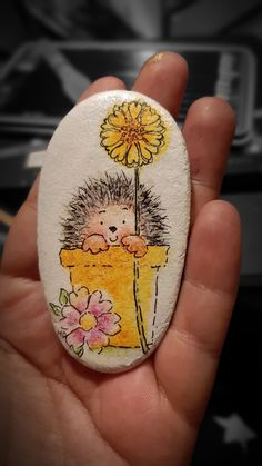 Watercolor pencils and fineliners Painted Rock Animals, Painted Rocks Craft, Hand Painted Rocks, Rock Painting Patterns, Rock Painting Ideas Easy, Rock Painting Designs, Stone Art Painting, Pebble Painting, Pebble Art