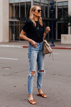 Fashion Jackson Wearing Black Tshirt Boyish Ripped Jeans Hermes Oran Gold Sandals Celine Mini Belt Bag Source by prinzessinlina Fashion outfits Burgundy Pants Outfit, Outfit Jeans, Hijab Outfit, Edgy Outfits, Cute Outfits, Fashion Outfits, Boyish Fashion, Jean Outfits, Work Outfits