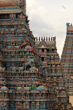 Indian Temple Architecture, Ancient Architecture, Amazing Architecture, Temple India, Hindu Temple, Amazing Places On Earth, Beautiful Places To Travel, Amazing India, Famous Places