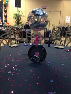 38 Examples of Disco Theme Party Decorations - Neue Ideen Disco Theme Parties, Disco Birthday Party, Birthday Party Themes, Train Party Decorations, Party Centerpieces, Table Diy, Party Favors For Adults, Retro Party, 1970s Party