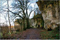 La Chapelle monolithe de Caudon. C'est une grotte dont la voûte a été consolidée par une voûte d'arête. Cet édifice a été bâti au moyen âge pour servir d'église paroissiale.
