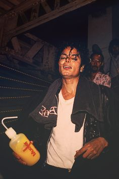 Mike after his Bad Tour!! He gave absolutely every atom of his energy on stage to entertain us.