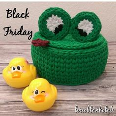 "827 Likes, 5 Comments - @applewhitecrochet on Instagram: ""By @lirioblankolab #tshirtyarn #crochetaddiction #crochet_pattern #crochetaddict…"""
