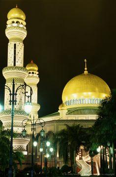 Brunei, Bandar Seri Begawan, Sultan's palace, night