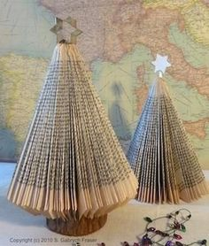 Reminds me of school days when we could actually do holiday crafts. Paperback book Christmas Tree, MUST make these. and cover them in glitter! Book Christmas Tree, Book Tree, Winter Christmas, All Things Christmas, Christmas Holidays, Christmas Decorations, Xmas Trees, Tree Decorations, Christmas Thoughts