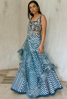 Indian Fashion Dresses, Indian Designer Outfits, Indian Outfits, Indian Clothes, Lehnga Dress, Lehenga Choli, Saree Trends, Pakistan Fashion, Designs For Dresses