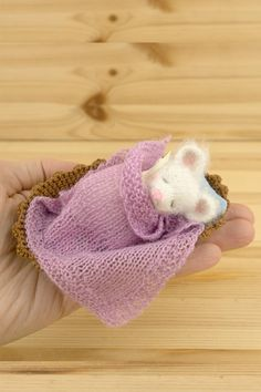 Remembrance Gifts, Mini Mouse, Knitted Animals, Miniature Figurines, Soft Blankets, Soft Sculpture, Crochet Toys, Plush, Miniatures