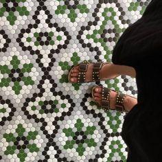 ¡SHOOTING hacia el suelo! 💚📸#diamundialdelafotografia | Suelo de diseño #ArtFactoryHisbalit . 📸: @le_bibine Palm Beach Sandals, Mosaic Floors, Shoes, Fashion, Flooring, Mosaics, Moda, Zapatos, Shoes Outlet