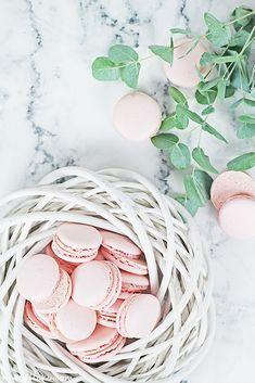Macaron Tutorial / Jak na makronky Macaron Recipe, Macaroons, I Foods, Holiday Recipes, Christmas Holidays, Easter, Yummy Food, Sweets, Throw Pillows
