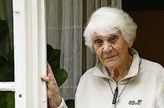 Y tras 80 años, justicia en la Universidad La centenaria Ingeborg Rapoport logra el doctorado que los nazis le negaron por ser judía Luis Doncel | El País, 2015-05-26 http://internacional.elpais.com/internacional/2015/05/21/actualidad/1432202186_531906.html