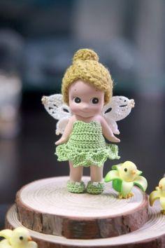 """소니엔젤 옷 """" 팅커벨 """" 한동안 새 옷을 잘 안 만들었다 다른 일로 신경 쓸 것도 많고 머리도 좀 복잡하고 ... Kewpie, Crochet Clothes, Crochet Toys, Doll Toys, Baby Dolls, Sonny Angel, Plastic Doll, Troll Dolls, Girls Characters"""