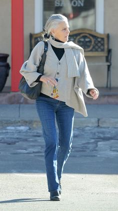Ali MacGraw, Looks Fit and Fabulous in New Photos Source by annalada women clothes Ali Macgraw, Stylish Older Women, Older Women Fashion, Stylish Outfits For Women Over 50, Over 60 Fashion, Over 50 Womens Fashion, 50 Fashion, Mode Outfits, Fashion Outfits