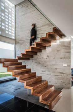 Modern and linear wooden staircase image, with an essential design, without railing - modern staircase ideas Interior Stairs, Home Interior Design, Interior Architecture, Amazing Architecture, Wood Stairs, House Stairs, Timber Staircase, Stair Steps, Stair Railing