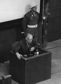 Joachim von Ribbentrop, ministro de Asuntos Exteriores de la Alemania nazi, durante el juicio