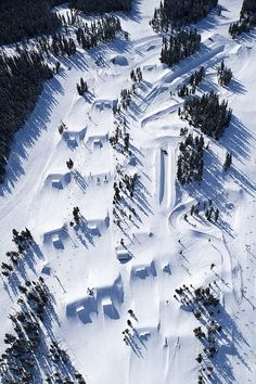 Blackcomb terrain park build-out from above. Left-hand line: Highest Level park, AKA Black park. Middle is the Blue park, the windy thing on the side is a skiercross course. Superpipe @ top right corner.