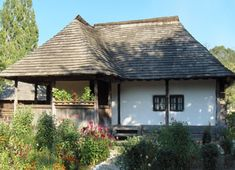 golesti 2 Traditional Style Homes, Vernacular Architecture, Cottage Homes, Log Homes, Old Houses, Modern Farmhouse, Beautiful Homes, House Plans, House Design