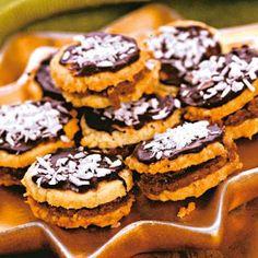 TutiReceptek és hasznos cikkek oldala: Kókuszos-kakaós karika Cookies, Food, Tea, Crack Crackers, Biscuits, Essen, Meals, Cookie Recipes, Yemek
