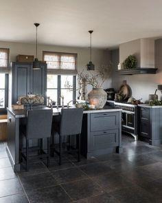 Grey Kitchen Designs, Interior Design Kitchen, Cottage Kitchens, Home Kitchens, Living Room Kitchen, Kitchen Decor, Küchen Design, Kitchen Remodel, Sweet Home