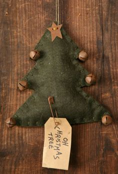 PRIMITIVE FELT CHRISTMAS TREE ORNAMENT W/ RUSTY  BELL STAR PIN