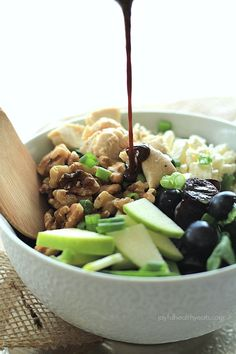 A super easy, healthy chicken salad recipe that is packed with flavor! Chicken Feta Walnut Grape Chopped Salad topped with a homemade Balsamic Vinaigrette. Chopped Salad Recipes, Easy Salad Recipes, Chicken Salad Recipes, Easy Salads, Dinner Recipes, Healthy Recipes, Recipe Chicken, Healthy Chicken, Feta Chicken