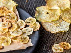 Selbstgemachte Apfel- und Bananen Chips