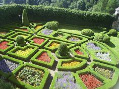 Google Image Result for http://www.architecture-student.com/wp-content/uploads/2010/06/Renaissance-Gardens.jpg