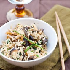 Mixed Mushrooms and Spinach in Brown Rice - Daniel Fast - Thanksgiving Side.again, a few recipe changes to make it even better for the Daniel Fast but doable! Vegetarian Thanksgiving, Thanksgiving Recipes, Paella, Daniel Fast Recipes, Clean Eating, Healthy Eating, Dinner Healthy, Vegetarian Recipes, Healthy Recipes