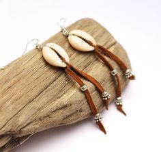 boucles d'oreille coquillage cowrie - boucles d'oreille cuir - ethnique-chic - bijou festival - bijou été