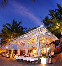 Aqua Bar and Grill 1677 Collins Ave, Miami Beach, FL 33139  Miami Beach  Hotel Reservations: 1-800-327-8370 1-888-DDHRM09