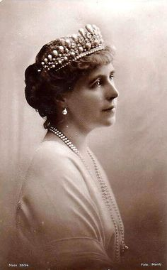Queen Marie Diamond and Pearl Tiara (Romania) Royal Crowns, Royal Tiaras, Tiaras And Crowns, Princess Victoria, Queen Victoria, Queen Mary, King Queen, Romanian Royal Family, Princess Alexandra