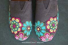 Women  Funky Retro Flower Garden Custom Painted by ibleedheART  Use coupon code PIN15 at checkout to receive 15% off your order! www.ibleedheart.com or www.ibleedheart.etsy.com