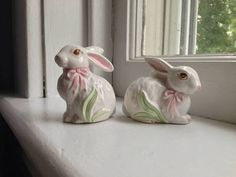 Vintage Ceramic Bunny Rabbits w Bows Salt Pepper Shakers
