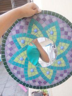 Resultado de imagen para trabajos con venecitas Mirror Mosaic, Mosaic Glass, Mosaic Tiles, Fused Glass, Mosaic Furniture, Mosaic Patterns, Beach Mat, Outdoor Blanket, Templates
